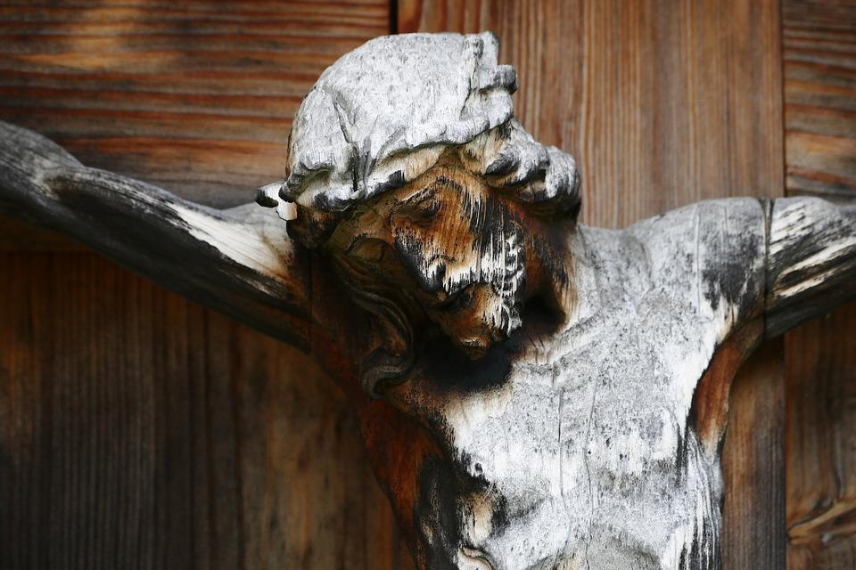 Les symboliques entourant le crucifix