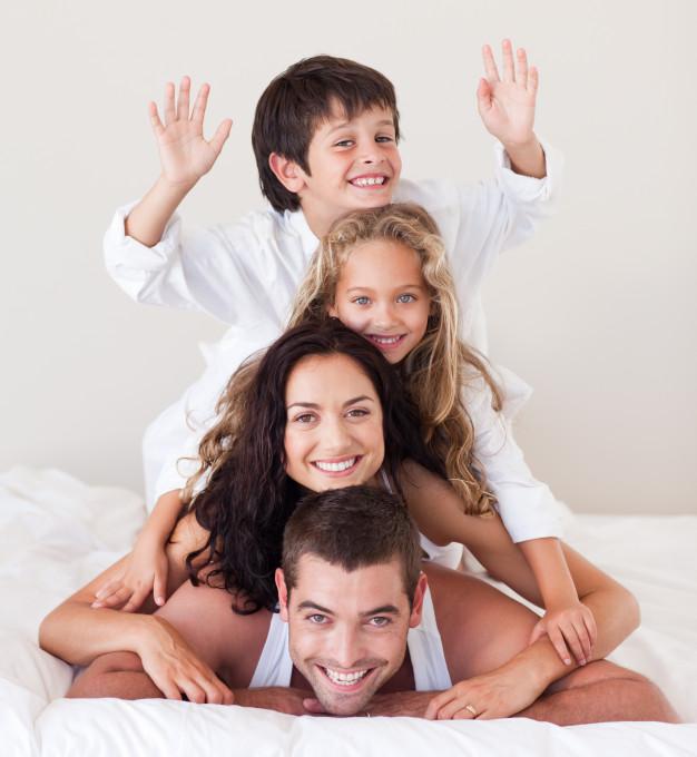 Devrions-nous changer la fête des mères et des pères par la fête des parents?