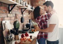 https://image.freepik.com/free-photo/lovely-couple-kitchen_144627-41869.jpg