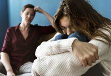 https://image.freepik.com/free-photo/mother-teenage-daughter-having-arguument_53876-91815.jpg