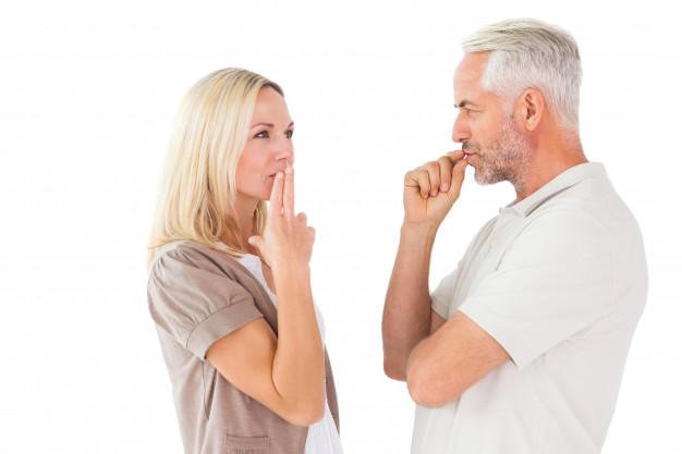https://image.freepik.com/photos-gratuite/couple-restant-silencieux-doigts-levres_13339-113196.jpg