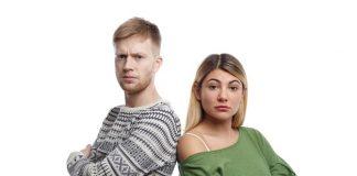 https://image.freepik.com/photos-gratuite/portrait-deux-jeunes-parents-masculins-feminins-apparence-caucasienne-debout-bras-croises-colere-mecontent-du-mauvais-comportement-leur-petit-fils_344912-55.jpg