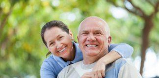 https://image.freepik.com/photos-gratuite/couple-personnes-agees-dans-parc_1398-3710.jpg