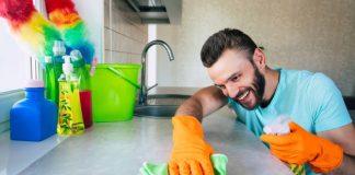 https://image.freepik.com/photos-gratuite/beau-jeune-homme-barbe-dans-t-shirt-essuie-table-outils-speciaux-dans-cuisine-pendant-nettoyage-maison_283617-850.jpg