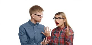 https://image.freepik.com/photos-gratuite/elegant-jeune-couple-europeen-lunettes-ayant-argumente-fille-blonde-emotionnelle-regard-fatigue-se-sentant-fatiguee-stressee-tout-expliquant-son-mari-barbu-grincheux-qu-elle-raison_344912-578.jpg