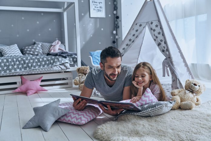https://image.shutterstock.com/image-photo/simply-being-around-father-reading-600w-626378507.jpg