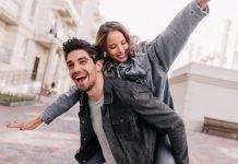 https://image.freepik.com/photos-gratuite/homme-excite-veste-jean-noir-se-detendre-sa-petite-amie-portrait-plein-air-couple-heureux-explorant-ville_197531-12259.jpg