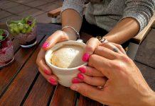 https://cdn.pixabay.com/photo/2016/12/02/22/37/coffee-1878750_1280.jpg