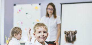 https://fr.freepik.com/photos-premium/beaux-enfants-sont-etudiants-ensemble-dans-salle-classe-ecole-recoivent-education-enseignant_13284438.htm#page=4&query=primary+classroom&position=30