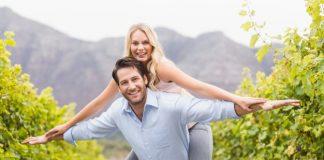 https://image.freepik.com/photos-gratuite/jeune-homme-heureux-transportant-femme-heureuse-son-dos_13339-153347.jpg