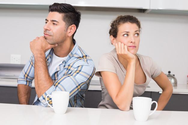 https://image.freepik.com/photos-gratuite/couple-malheureux-ayant-cafe-qui-ne-parle-pas_13339-171787.jpg
