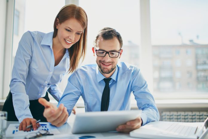 https://www.shutterstock.com/fr/image-photo/image-two-successful-business-partners-working-190884683