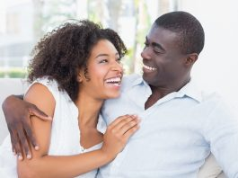 https://www.shutterstock.com/fr/image-photo/attractive-couple-cuddling-on-couch-home-206404861