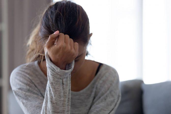 https://www.shutterstock.com/fr/image-photo/depressed-upset-young-woman-feeling-hurt-1463204258